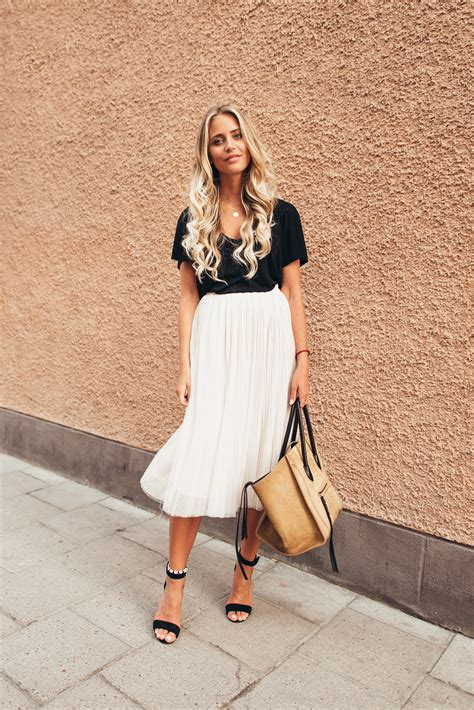 The Pleated Skirt Outfit Is A Game Changer This Spring - Just The Design