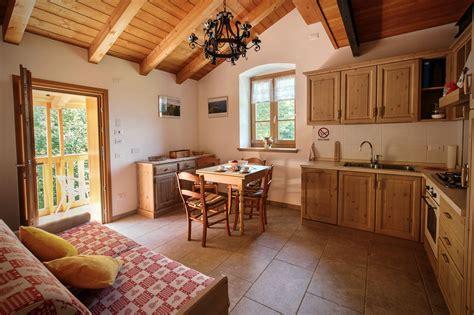arredamenti in legno massello pin di arredamenti rustici in legno maieron mobilificio su