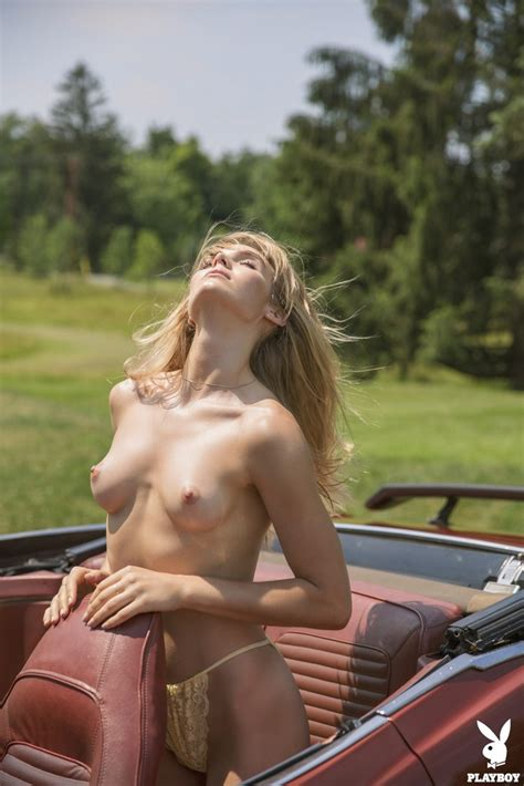 Blonde Hottie Jordy Murray Poses Naked Outdoors 1 Of 1