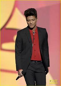 Full Sized Photo of bruno mars thanks girlfriend jessica ...
