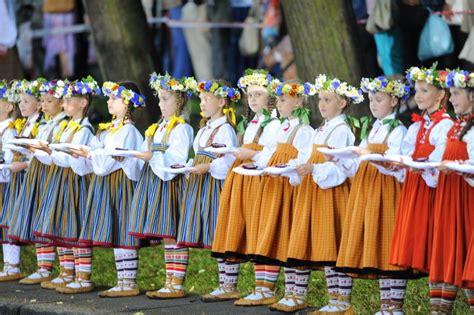 Oficiāli atklāti Dziesmu un deju svētki   Historical ...