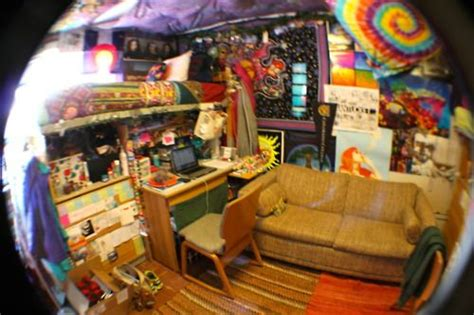 psychedelic dude cool dorm rooms chill room hangout room