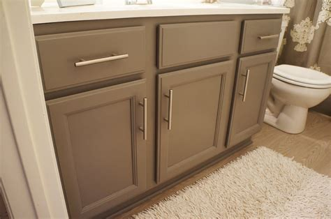 How To Refinish Bathroom Cabinets With Paint by It S A Pretty Prins You Can Paint Anything