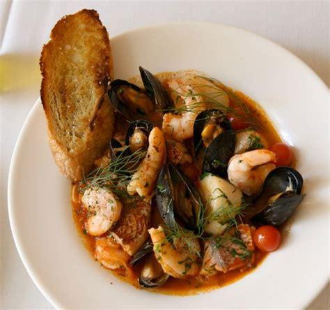 recette de cuisine avec du poisson cacciucco soupe italienne de poisson et coquillages