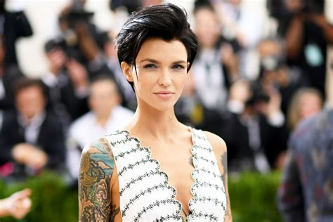 ruby rose jess origliasso tattoo ruby rose has long fiery red waves in first batwoman
