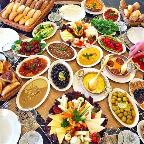 Turkish Breakfast Serpme Turk Kahvaltisi Sucuk Kaymak Cay Simit Omlet Recel Bal Zeytinyagi
