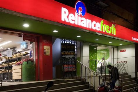 mukesh ambanis reliance retail set   profit