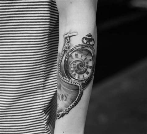uhr mit schrift dean eastink totenkopf mit uhr und schrift tattoos schriften uhr