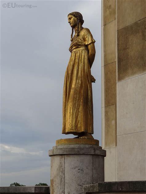 Palais de Chaillot golden statue Les Fruits - Page 744
