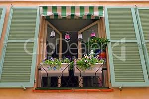 franzosischer balkon lizenzfreie bilder und fotos With französischer balkon mit sonnenschirm sombrano