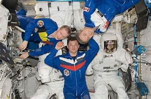 An Astronaut in the ISS - Pics about space