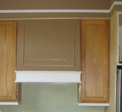 kitchen cabinet door edge trim adding moldings to your kitchen cabinets remodelando la casa