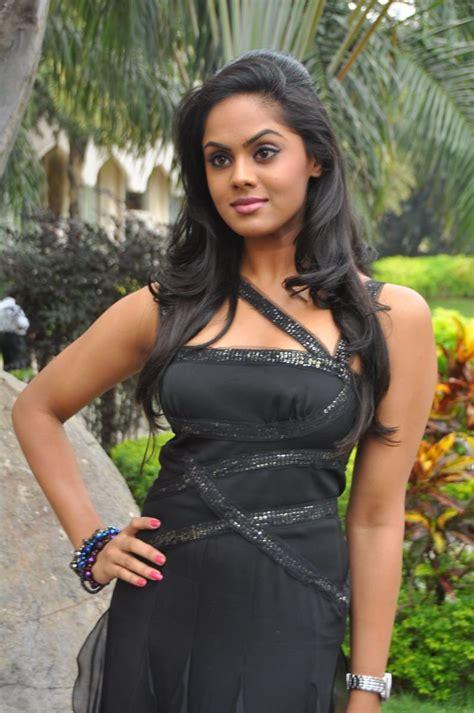 ko actress karthika yoghurt karthika in ko movie actress latest stills wallpapers