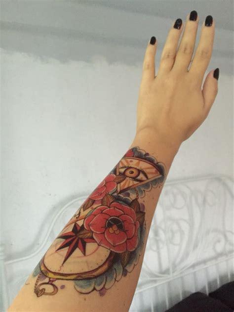 gambar tato keren  tangan bunga