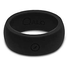 qalo s black outdoors silicone ring with engraved compass