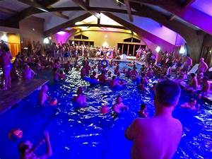 26 Birthday Party At Swimming Pool Decor23