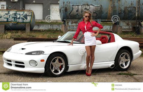 voiture de sport femme et voiture de sport image libre de droits image