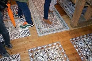 Tapis Vinyle Sol : beija flor tapis en vinyle caroline munoz ~ Premium-room.com Idées de Décoration