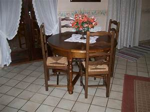 Table Ronde 8 Personnes : vend table ronde avec rallonge avec 4 chaises 8 10 personnes vaux le p nil 77000 ~ Teatrodelosmanantiales.com Idées de Décoration