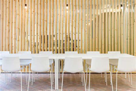 fauteuil de bureaux créer des cloisons et habiller les murs avec des tasseaux