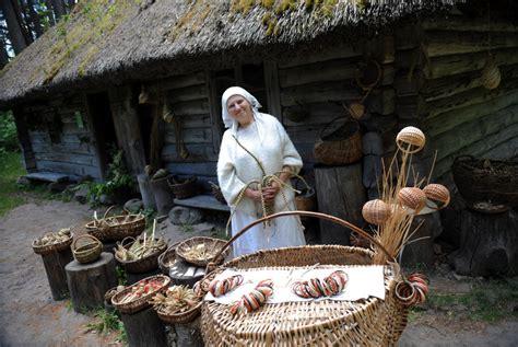Vasarīgi tirdziņi visā Latvijā, arī slavenais Brīvdabas ...
