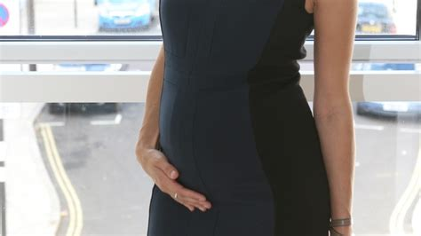 4 mois de grossesse bebe bouge 4 mois de grossesse le b 233 b 233 bouge et que faire en cas de mal de ventre