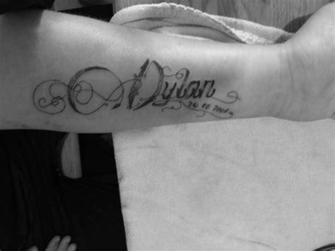 tatouage avant bras femme prenom modeles  exemples