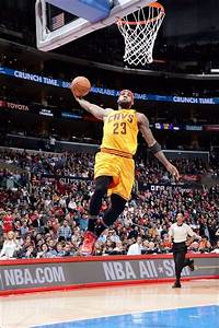 Lebron Goes Up For A Dunk 1162019 Vs The Los Angeles