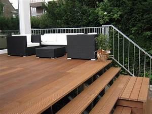 Terrasse Holz Bauen : terrasse mit treppe ~ Frokenaadalensverden.com Haus und Dekorationen