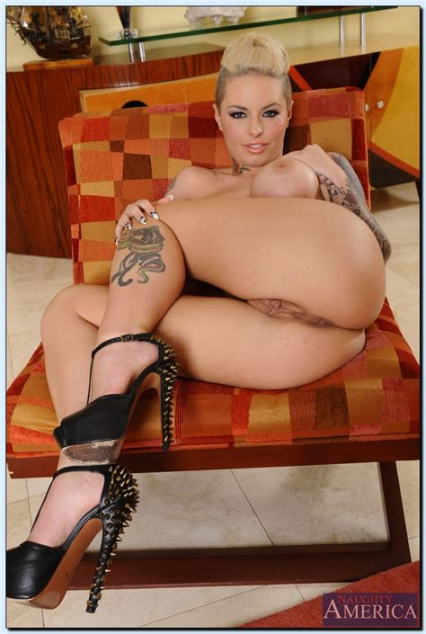 Tattooed Milf Christy Mack Flaunt Her Curves