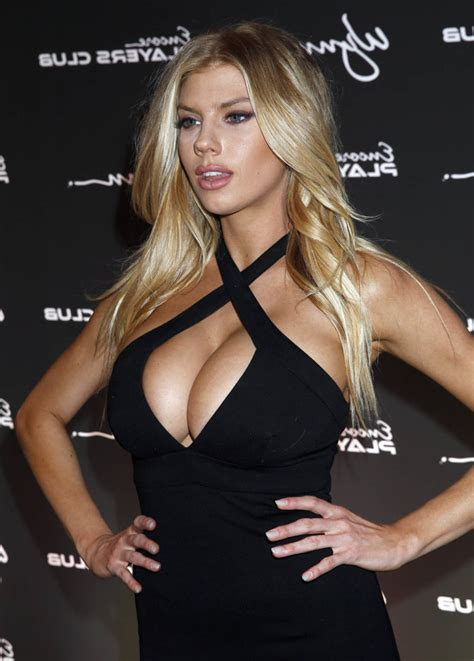 Charlotte McKinney exposes magnificent tits - Pic: 25158