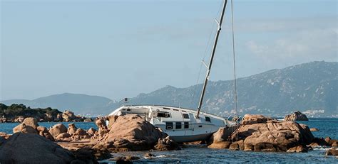 Boat Crash California by Whale Boat Crash Sends Three To Hospital