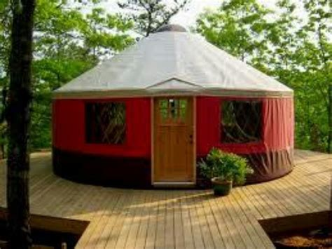 A Yurt In Three Colors