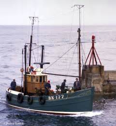 Old Fishing Boat Engine by Best 25 Fishing Boats Ideas On Pinterest Boats