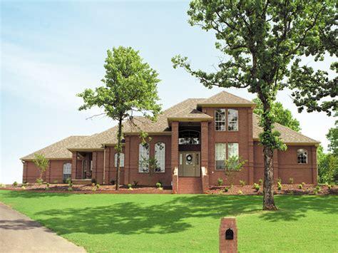 luxor prairie style home plan   house plans