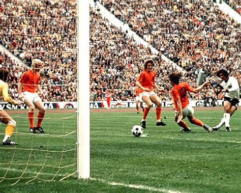 GERMANIA OVEST 1974 - L'Olanda s'inchina a Muller - YouTube