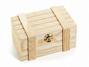 Petite Caisse En Bois : petite caisse en bois d 39 isolement image stock image du bijou petit 51674297 ~ Teatrodelosmanantiales.com Idées de Décoration