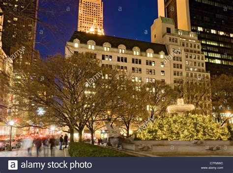 Sidewalk Christmas Lights by Christmas Lights In New York City At Fifth Avenue With