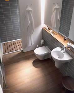 petite salle de bain carrelage gris et bois With conseil carrelage petite salle de bain