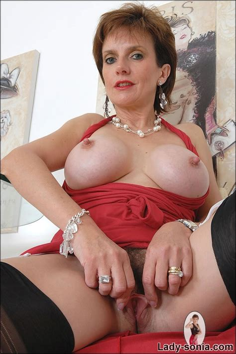 Lady sonia fingering her wet pussy - Pichunter