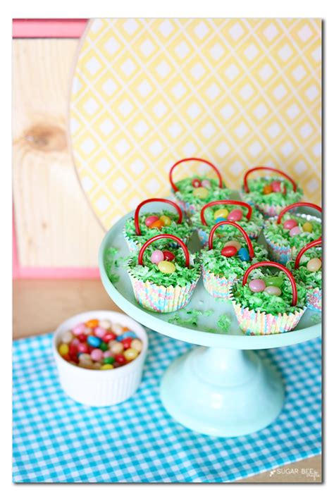 There are so many easter craft ideas to pick from. Mini Cheesecake Baskets | Cute easter desserts, Mini ...