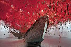 Art Edition Fils : chiharu shiota 39 s key and yarn labyrinth for venice art biennale ~ Markanthonyermac.com Haus und Dekorationen