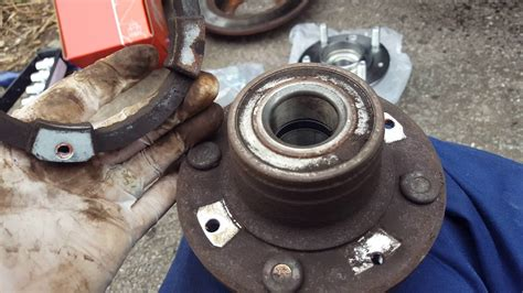 volvo  changing  rear wheel bearing hub youtube