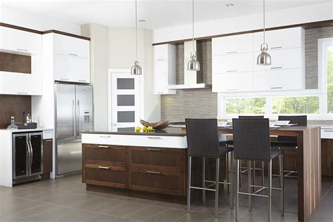 cuisine brun et blanc cuisine contemporaine en mdf laqué blanc pur armoires de
