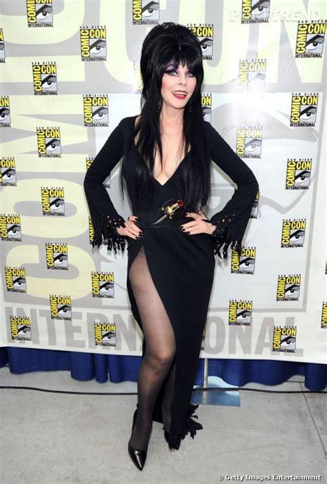 Elvira Mistress a tout piqué à Morticia de la famille ...