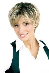 coupe cheveux courts femmes coupe femme avec frange courte
