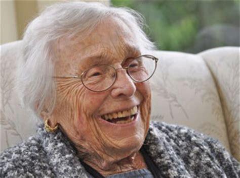 siege social le monde découvrir la plus vieille femme sur