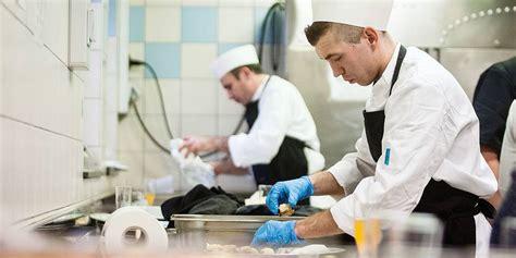 formation commis de cuisine bruxelles un coup de pouce aux formations en prison la libre
