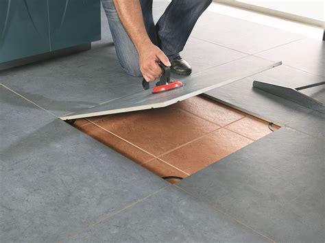 recouvrir du carrelage de cuisine revêtement de sol auto adhésif en grès cérame revicomfort