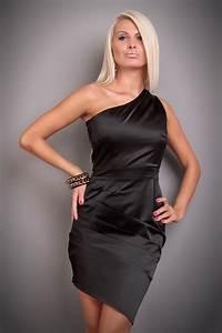 Kleid Stiefeletten Kombinieren : schwarzes kleid schuhe ~ Frokenaadalensverden.com Haus und Dekorationen